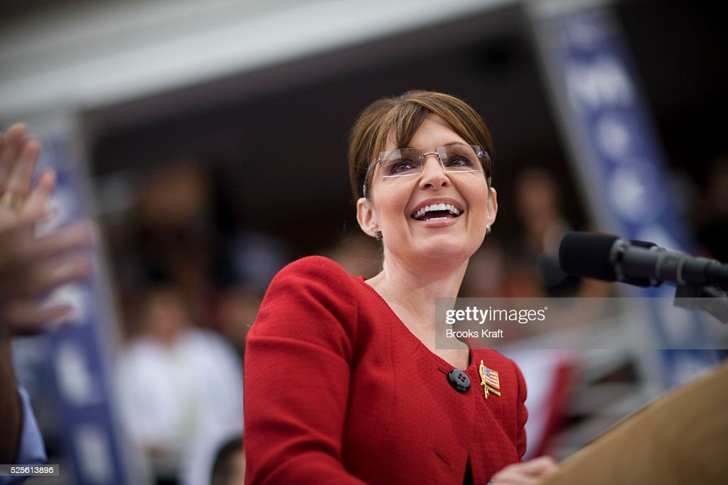Republican US vicepresidential nominee and Alaska Governor Sarah Palin attends a rally in LLebanon Ohio