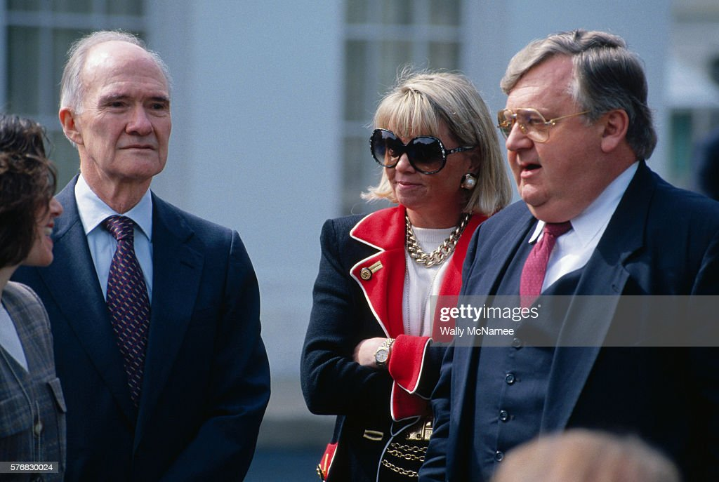 Republicans Brent Scowcroft (left) and Lawrence Eagleburger (right) attend a White House function to support the Clinton administration's Mideast peace process.