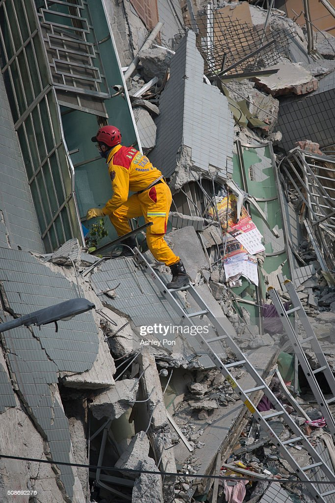 Rescue personnel search for survivors at the site of a collapsed building in the southern Taiwan on February 6, 2016 in Tainan, Taiwan. A magnitude 6.4 earthquake hit southern Taiwan early Saturday, toppling several buildings, killing at least seven people and injuring hundreds.