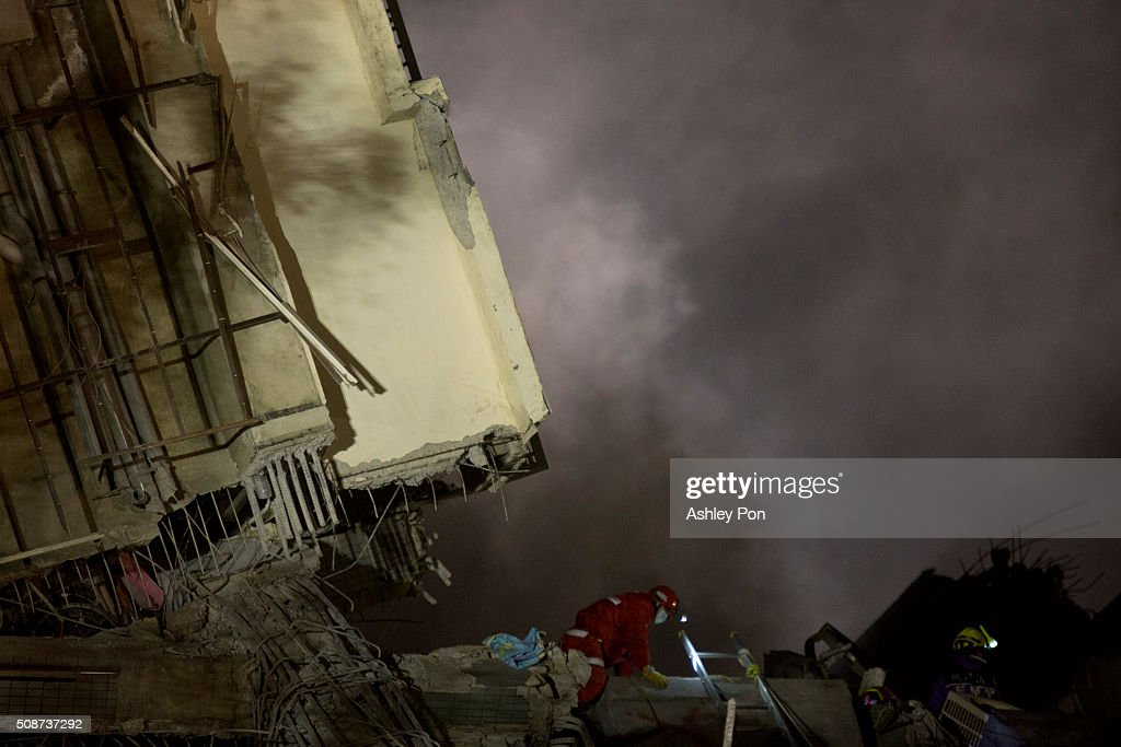 Rescue personnel search for survivors at the site of a collapsed building in the southern Taiwa on February 6, 2016 in Tainan, Taiwan. A magnitude 6.4 earthquake hit southern Taiwan early Saturday, toppling several buildings and killing at least five people in Tainan, according to local news reports.