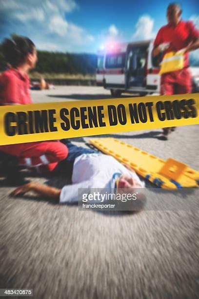 Équipe de sauvetage sur le lieu du crime