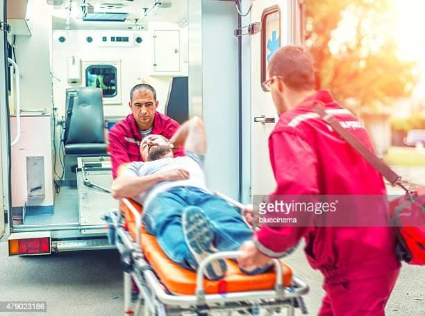 Équipe de sauvetage pour les premiers secours