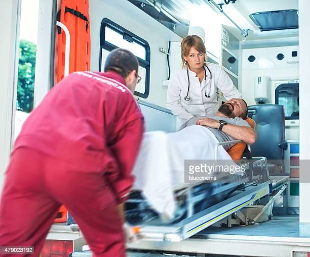 Equipo de rescate que primeros auxilios