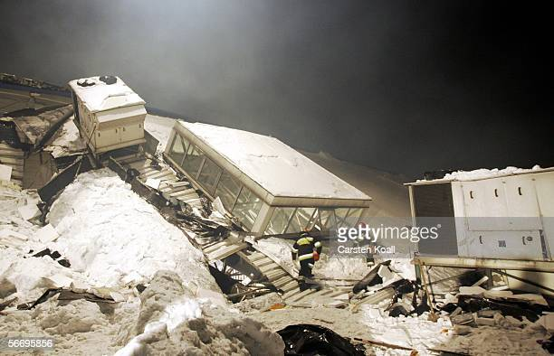 Rescue Teams search for victims January 29 2006 in Katowice Poland The roof of an exhibition hall collapsed on January 28 during a pigeon racing...
