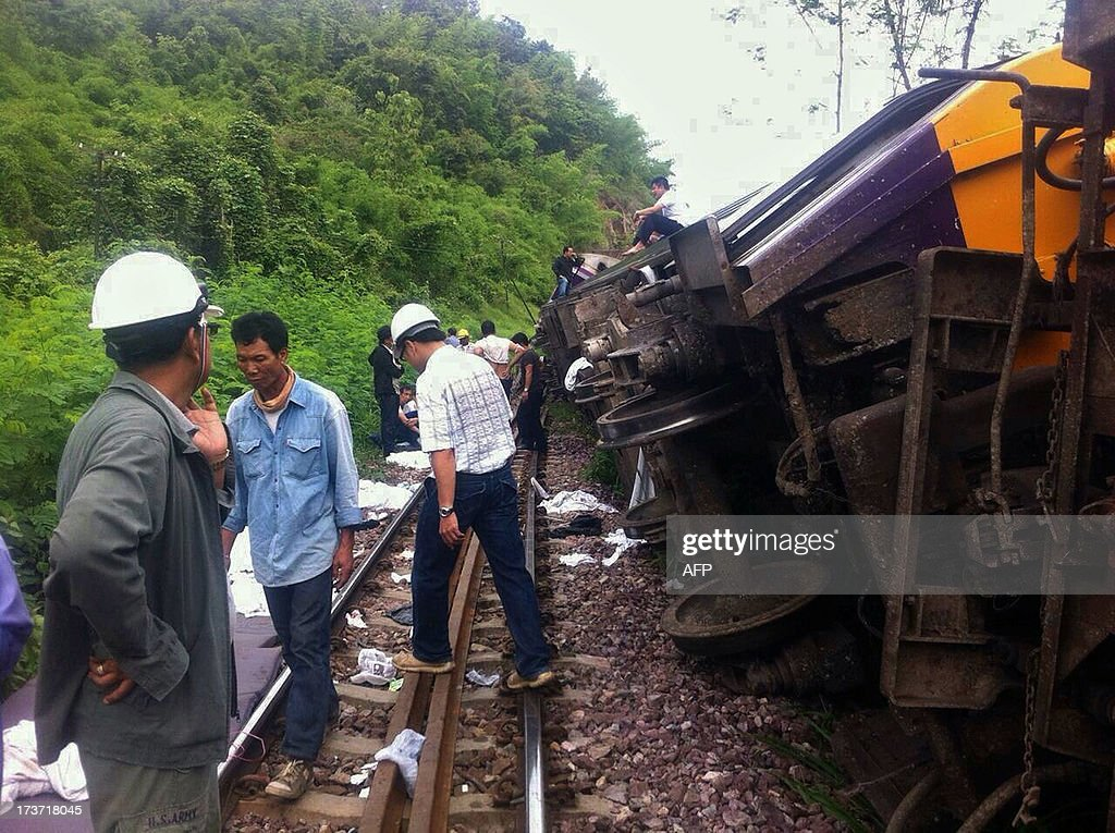 Rescue workers are seen at the site of a Bangkok-Chiang Mai express service train that derailed from its tracks in Phrae province, northern Thailand on July 17, 2013. Foreign tourists were among 23 people injured when an overnight sleeper train derailed in Thailand early July 17, the national rail operator said. AFP PHOTO