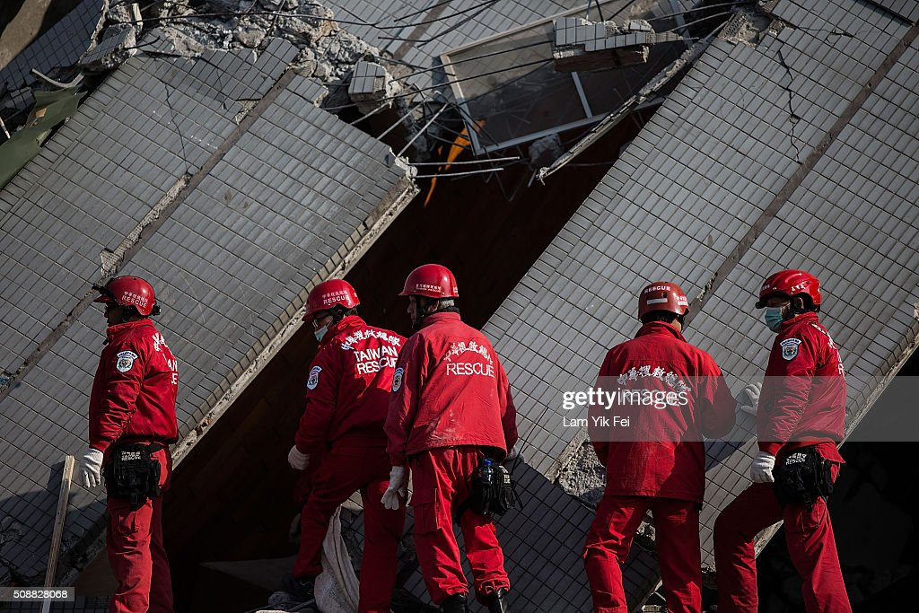 Rescue workers search for victim at a collapsed building on February 7, 2016 in Tainan, Taiwan. A magnitude 6.4 earthquake hit southern Taiwan early Saturday, toppling several buildings, killing at least fourteen people, and leaving over one hundred missing in Tainan.