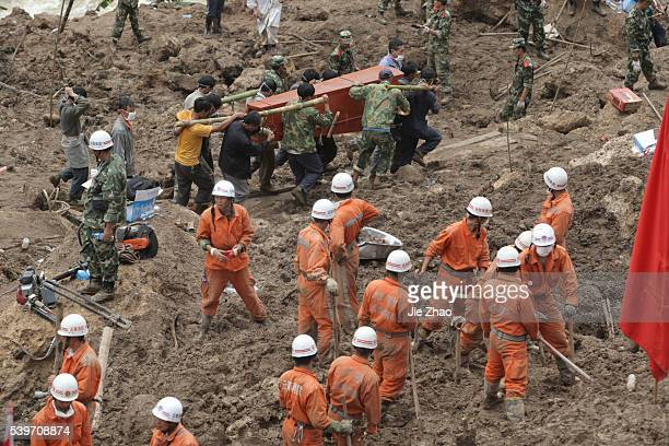 Rescuers carry a coffin of a victim who died during a mudslide at Wama Village of Baoshan Yunnan Province September 3 2010 Chinese rescuers on Friday...
