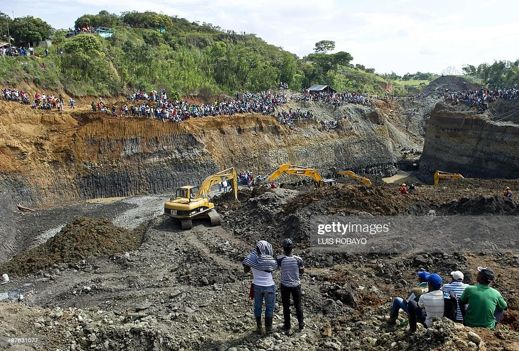 Rescuers work on the removal of sludge during the rescue of a group of miners in a gold mine that collapsed in San Antonio rural area of Santander de...