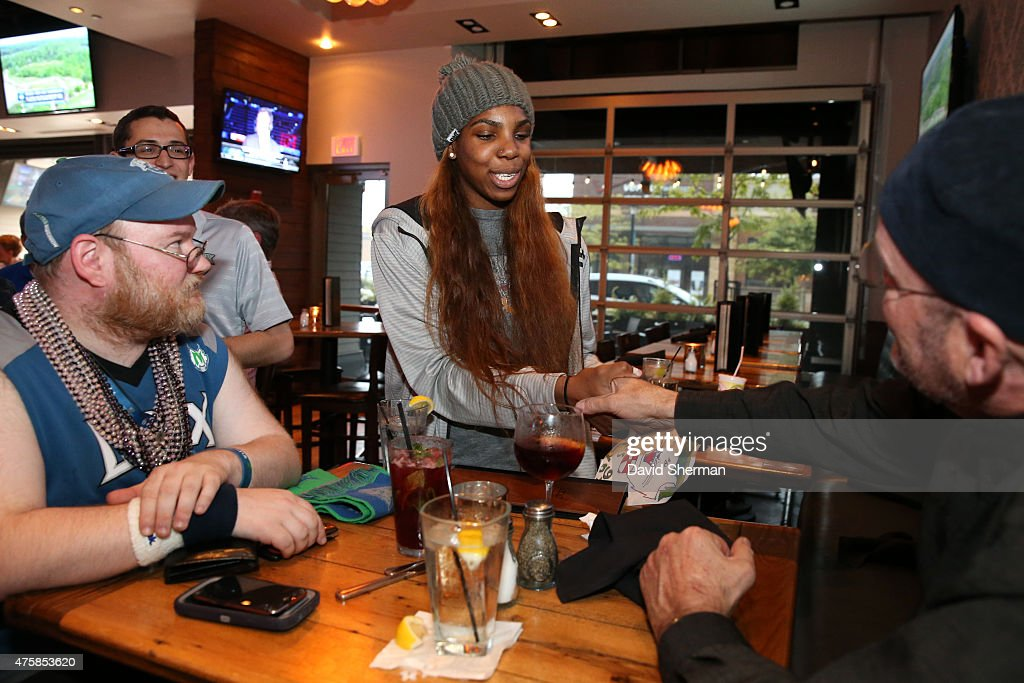 Reshanda Gray #21 of the Minnesota Lynx greets fans during the Tip-A-Lynx fundraiser to benefit the Minnesota Lynx Fastbreak Foundation on June 3, 2015 at the Loop West End Bar & Restaurant in Minneapolis, Minnesota.