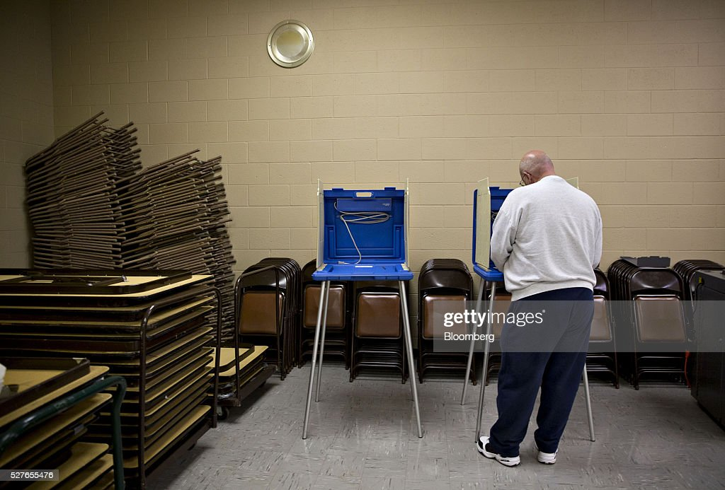 A resident fills out a ballot at a polling station during the presidential primary vote in South Bend, Indiana, U.S., on Tuesday, May 3, 2016. The outcome in Indiana, where balloting across two time zones will end at 7 p.m. Eastern time, could yield a deciding moment as the presidential race enters the home stretch. Photographer: Daniel Acker/Bloomberg via Getty Images
