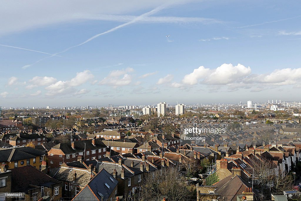 Residential houses and apartment blocks are seen from the Brixton district of London, U.K., on Friday, Nov. 23, 2012. U.K. mortgage approvals rose to a nine-month high in October, the British Bankers' Association said. Photographer: Simon Dawson/Bloomberg via Getty Images