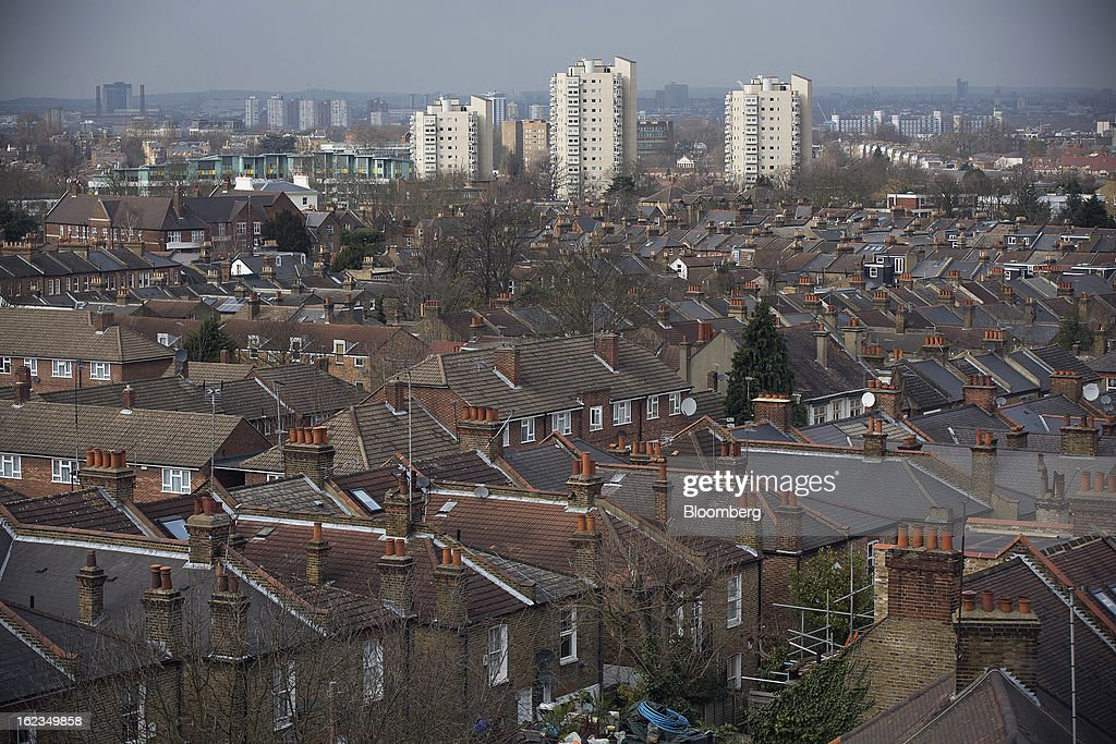 Residential houses and apartment blocks are seen on the city skyline from the Brixton district of London, U.K., on Friday, Feb. 22, 2013. U.K. home sellers raised their asking prices to the most for a February in five years as inquiries from potential buyers increased, Rightmove Plc said. Photographer: Simon Dawson/Bloomberg via Getty Images