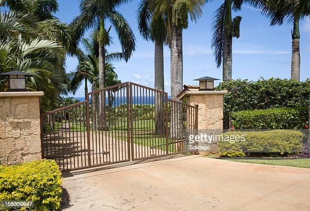 La zona residencial y puertas de entrada de seguridad