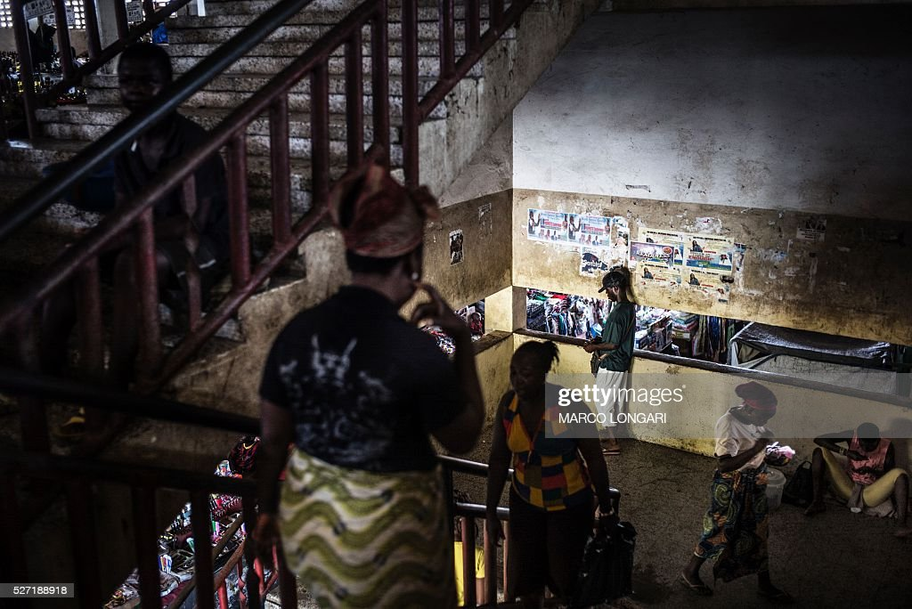 Residents access the stairwell at the Jorkpan market at Sinkor district in Monrovia, on May 2, 2016. / AFP / MARCO