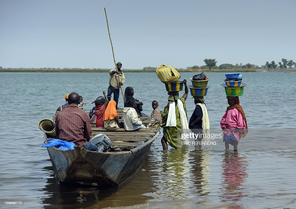 Residents arrive to board a boat to cross the Niger river on January 22, 2013 near Segou, 240km North of Bamako. Mali's army chief today said his French-backed forces could reclaim the northern towns of Gao and fabled Timbuktu from Islamists in a month, as the United States began airlifting French troops to Mali.