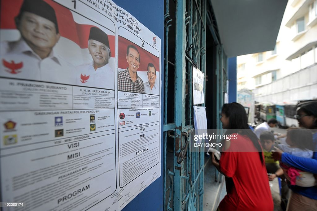 Residents attend the re-voting at a polling station in Jakarta on July 19, 2014, as part of the re-vote at several places by the Jakarta general election commission based on reports filed by president candidate Prabowo Subianto's campaign team, as they suspected that there were election violations at 5,841 polling stations in Indonesia's capital city. Two Indonesian polling agencies which predicted a win for Prabowo Subianto in last week's bitterly fought presidential election were expelled from the main industry body after refusing to undergo an audit. AFP PHOTO / Bay ISMOYO