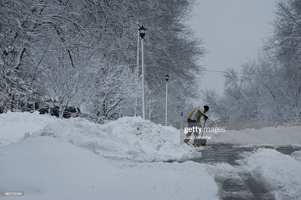 Residents begin the process of digging out after a snowstorm hit the midwest February 26, 2013 in Merriam, Kansas. This is the second major snowstorm the midwest has seen this week dropping a half-foot or more of snow across Missouri and Kansas and cutting power to thousands.