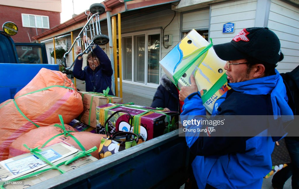 Residents evacuate from Yeonpyeong Island on November 25 2010 in Yeonpyeong Island South Korea Dozens of artillery shells fired by North Korea struck...