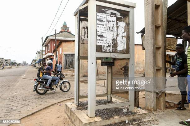 Residents gather at a crossroads in Be Lome on October 19 2017 Protesters erected makeshift barricades and blocked roads in the west African nation...