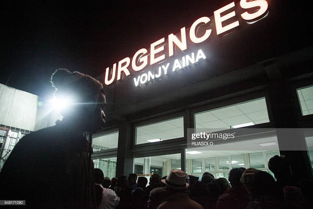 Residents gather at the University Hospital of Antananarivo (HJRA) after a bomb blast around 7.30 pm local time at Mahamasina Stadium during Malagasy Independence Day causing 84 wounded and 2 dead on June 26, 2016. At least two people were killed and some 70 wounded in a grenade blast at a stadium in Madagascar's capital today during celebrations marking the country's independence day, the gendarmerie said. / AFP / RIJASOLO