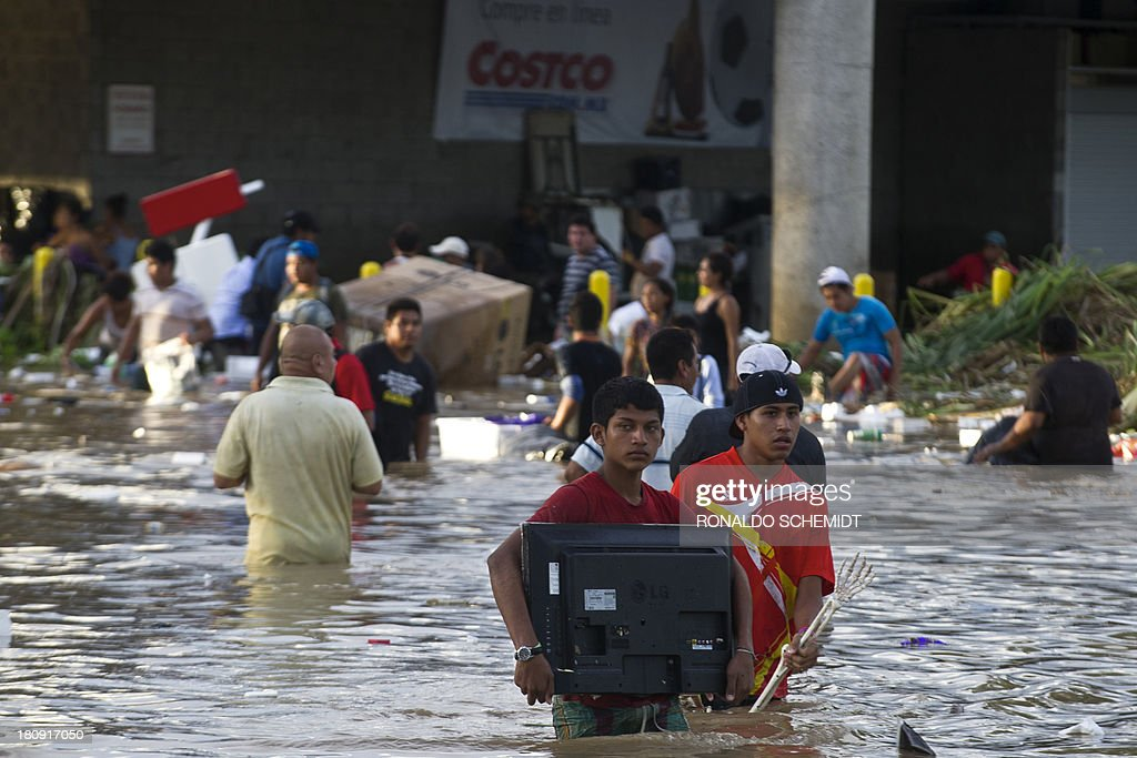 Residents loot a supermarket in Acapulco, state of Guerrero, Mexico, on September 17, 2013 as heavy rains hit the country. Mexican authorities scrambled Tuesday to launch an air lift to evacuate tens of thousands of tourists stranded amid floods in the resort of Acapulco following a pair of deadly storms. The official death toll rose to 47 after the tropical storms, Ingrid and Manuel, swarmed large swaths of the country during a three-day holiday weekend, sparking landslides and causing rivers to overflow in several states.