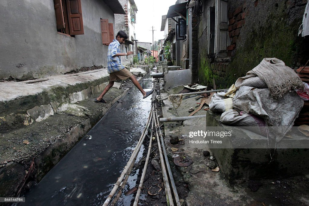 Residents of Maharashtra Nagar, Dombivli (w) have complained that this drainage nullah, which is covered with 3and 1/2 feet of muck, has still not been cleaned by Kalyan Dombivli municipal corporation. The dirty nullah water has seeped into the nearby houses. Residents claimed that the sseven deaths in this area are due to water contamination.