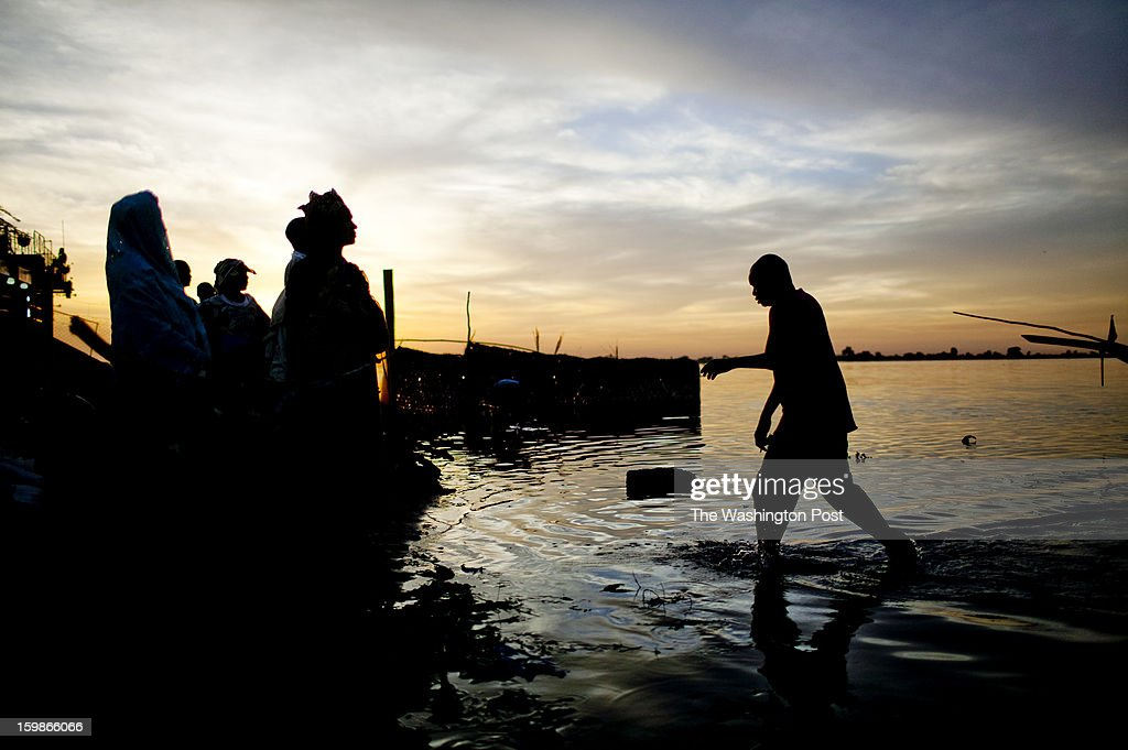 Residents of the town of Segou, Mali await goods arriving by boat on the Niger River on January 20, 2013. For the last week, French and Malian forces fought to route Islamic militants from the town of Diabaly.