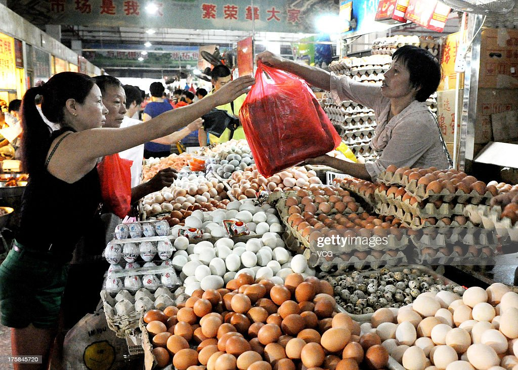 Residents shopping in a market on August 9, 2013 in Yiwu, Zhejiang Province of China. China's consumer price index (CPI), a main gauge of inflation, grew 2.7% year on year in July.