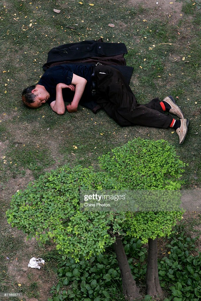 Residents stay outdoors in an attempt to avoid the effects of any earthquake aftershocks on May 20 2008 in Xian of Shaanxi Province China Thousands...