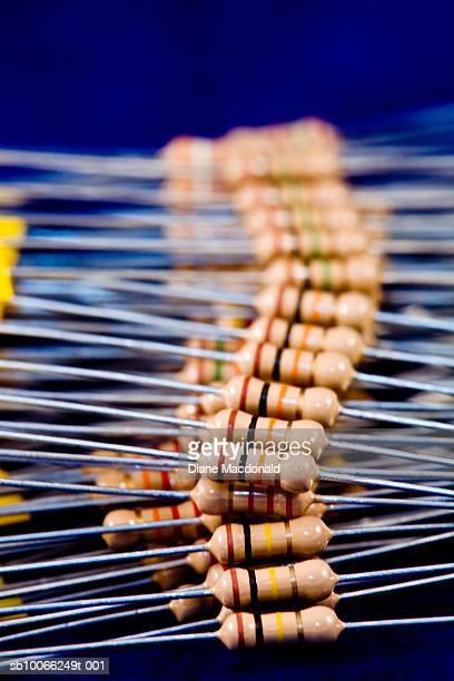 Resistors in row, differential focus