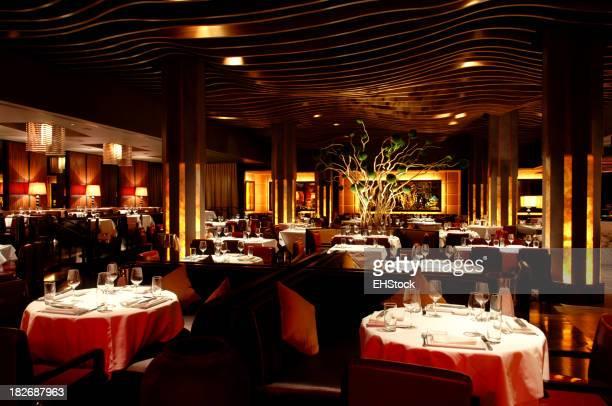 Interno ristorante con un'atmosfera di cucina Fusion asiatica