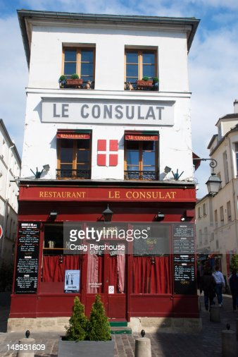 French front doors stock photos and pictures getty images for Restaurant le miroir montmartre