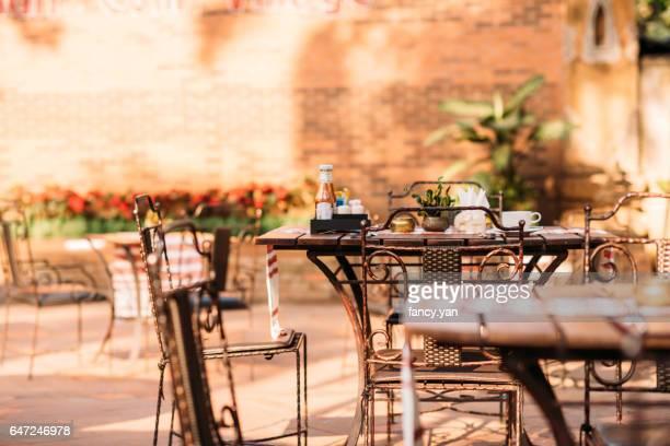 restaurant outdoors in a garden
