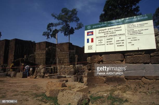 Restauration d'Angkor par les francais chantier de la terrasse du Roi Lepreux en mai 1994 au Cambodge