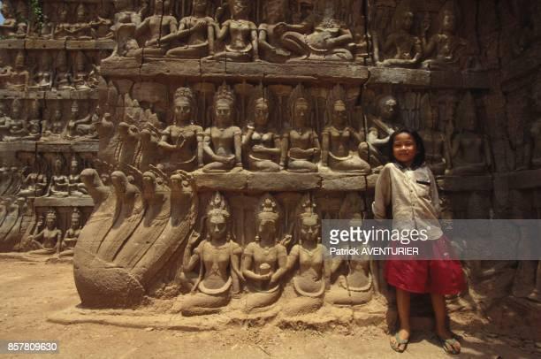 Restauration d'Angkor par les francais fresques de la Terrasse du Roi Lepreux en mai 1994 au Cambodge