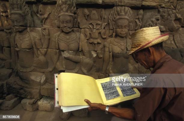 Restauration d'Angkor par les francais reconstitution avec les archives de l'ecole francaise d'ExtremeOrient en mai 1994 au Cambodge