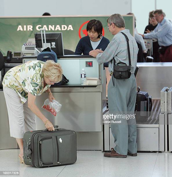 RESTRICTIONS08/10/06Barbara Lyndenbach stores some tomatoes in her checked luggage as passengers at airports across the world deal with new carry on...