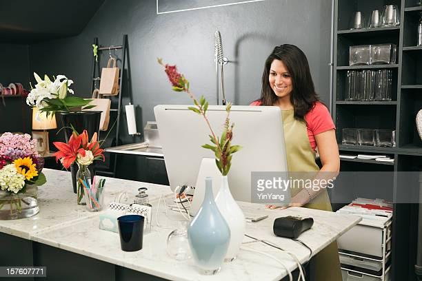 Retail-Store-Eigentümer kleiner Unternehmen arbeiten bei Blume Shop-Check-out