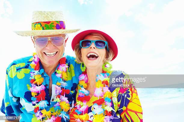 Coppia di pensionati godendo la spiaggia