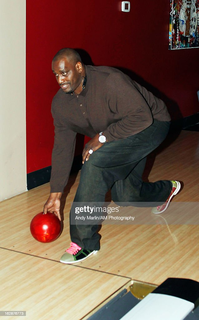 Retired NBA player <a gi-track='captionPersonalityLinkClicked' href=/galleries/search?phrase=Anthony+Mason&family=editorial&specificpeople=211499 ng-click='$event.stopPropagation()'>Anthony Mason</a> bowls during the John Starks Foundation Celebrity Bowling Tournament on February 25, 2013 in New York City.