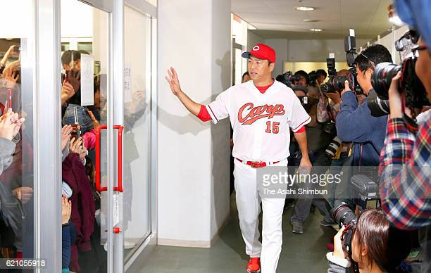 Retired pitcher Hiroki Kuroda of Hiroshima Carp waves to fans after a press conference on November 4 2016 in Hiroshima Japan
