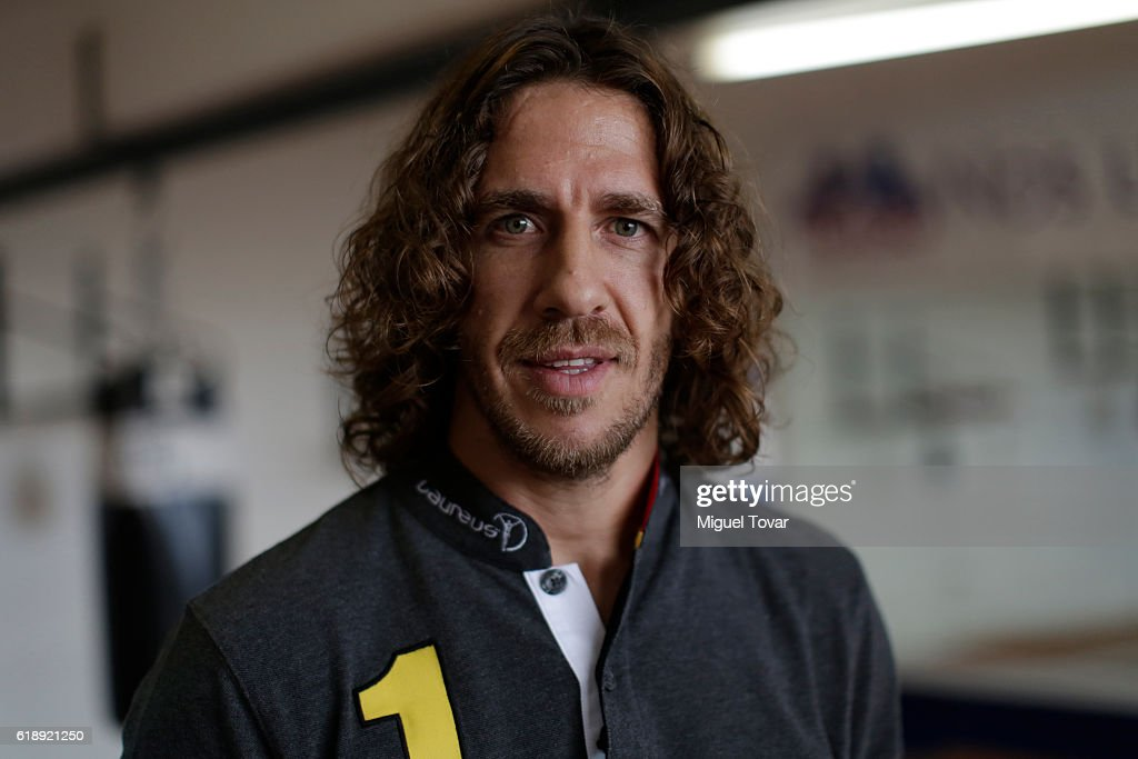¿Cuánto mide Carles Puyol? - Altura - Real height Retired-professional-footballer-carles-puyol-poses-for-a-picture-the-picture-id618921250