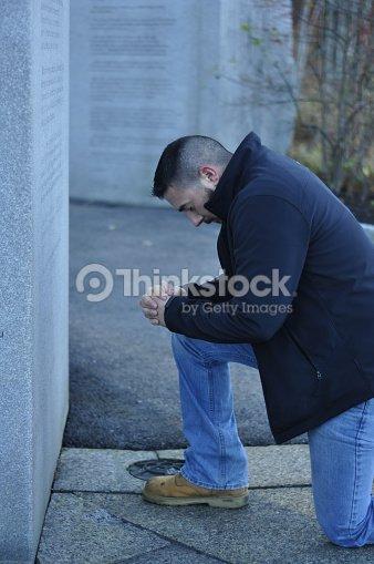 Retired Us Army Veteran Kneeling In Prayer At Veteran