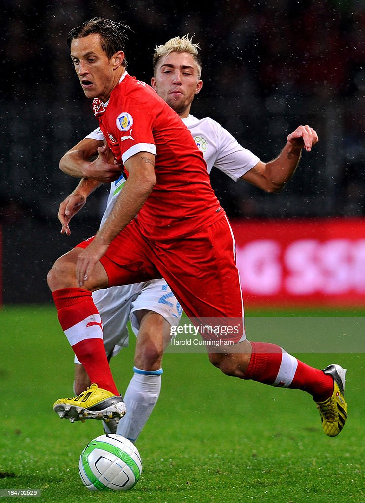 <a gi-track='captionPersonalityLinkClicked' href=/galleries/search?phrase=Reto+Ziegler&family=editorial&specificpeople=226720 ng-click='$event.stopPropagation()'>Reto Ziegler</a> of Switzerland and Kevin Kampl of Slovenia in action during the FIFA 2014 World Cup Qualifier match between Switzerland and Slovenia match held at Stade de Suisse on October 15, 2013 in Bern, Switzerland.