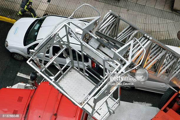retracting fire truck ladder
