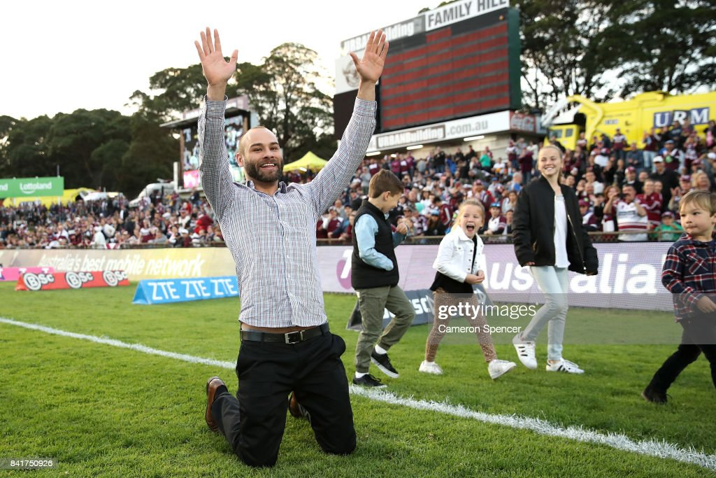 Retring Sea Eagles player Brett Stewart thanks fans during a lap of honour prior to the round 26 NRL match between the Manly Sea Eagles and the Penrith Panthers at Lottoland on September 2, 2017 in Sydney, Australia.
