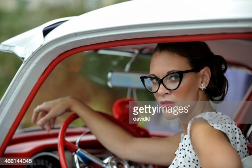 50 s style r tro pin up fille et voiture photo getty images. Black Bedroom Furniture Sets. Home Design Ideas