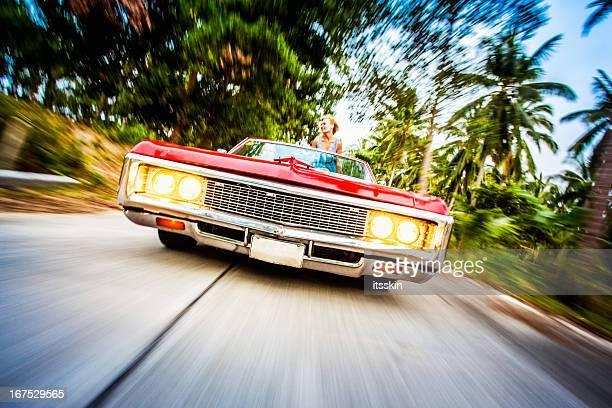 Rétro voiture sur la route