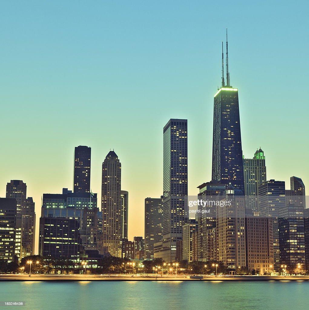 Retro Chicago skyline at night : Stock Photo