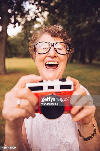 Granny con cámara Retro